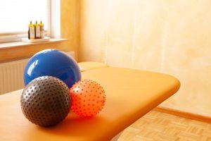 physiopraxis-von-schoenebeck-oldenburg-massagebaelle-1200x800